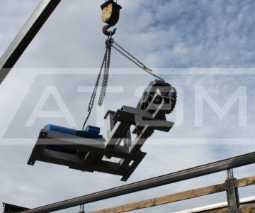Погрузка двигателя и редуктора транспортёра ШЗУ